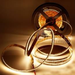 Rollo de Tira LED 24V 19W IP20 Luz Cálida 3000K CRI90 encendido