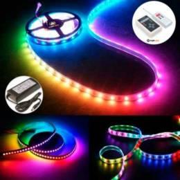 Tira LED 12V 5050 IP20 con 60 Leds x metro IP20 digital pixel RGB encendida con fuente y controlador de ejemplo