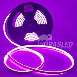 Rollo de Neón Flex LED 24V 14,5W IP65 Alta Potencia Luz Morada encendida y desenrollada